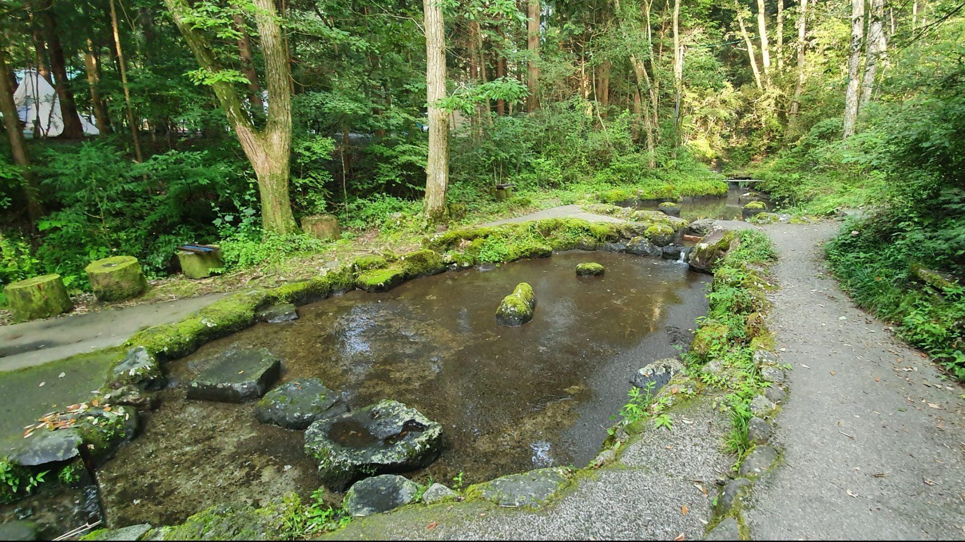 あさぎりキャンプフィールドのニジマス池2