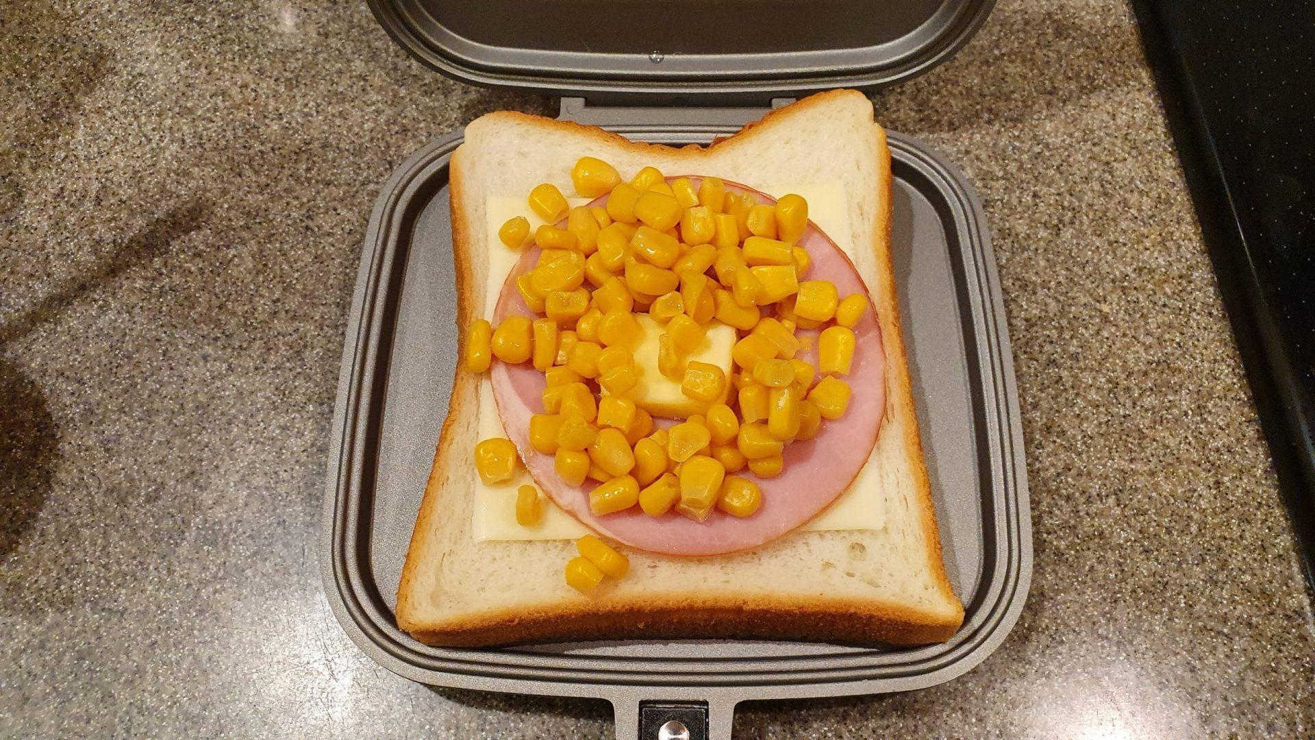 ハムチーズコーンサンド手順1