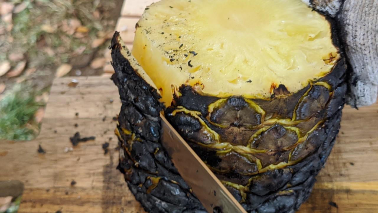 パイナップルの丸焼き